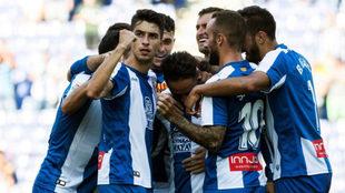 Los jugadores del Espanyol festejan el tanto de Sergio García