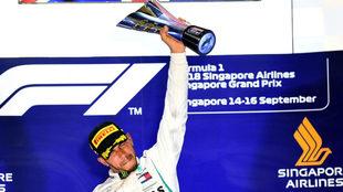 Lewis Hamilton, en el poio de Marina Bay