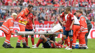 Tolisso, tras lesionarse ante el Leverkusen.