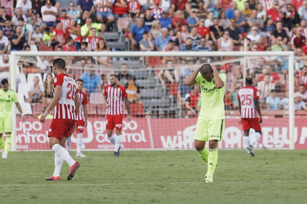 Verdasca se lamenta de una ocasión en el partido de Almería