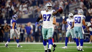 Los jugadores de Dallas celebran la victoria.