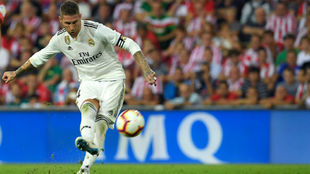 Ramos lanza una falta en San Mamés.