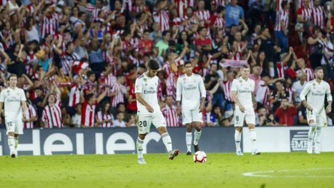 El Madrid se lamenta tras el gol del Athletic.