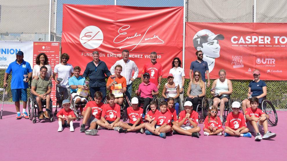 Campeones, finalistas y organización del VII ITF en silla de ruedas...
