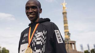 Eliud Kipchoge tras ganar el maratón de Berlín