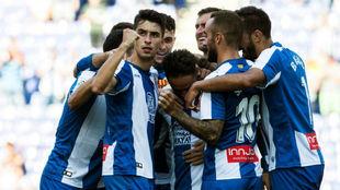 La plantilla del Espanyol celebra un gol