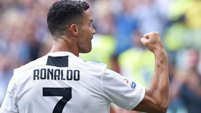Cristiano Ronaldo celebra uno de los goles que anotó al Sassuolo.