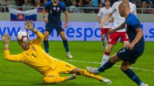 El meta Haagh, en el partido ante Eslovaquia.