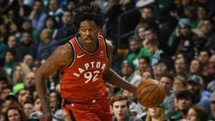 Lucas Nogueira jugando con los Toronto Raptors