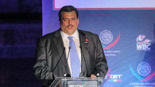 Mauricio Sulaimán durante una conferencia de prensa.