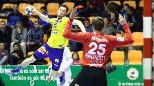 Adrián Crowley lanza ante Sergey Hernández