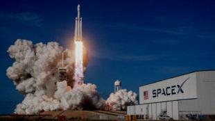 SpaceX llevará al espacio al primer turista que volará alrededor de...