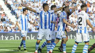 Héctor Moreno reclama una acción al árbitro el pasado duelo ante el...