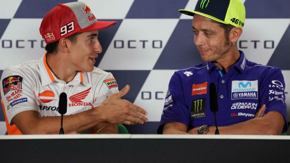 Márquez estiende su mano y Rossi la rechaza en Misano.