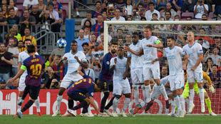 Messi lanza la falta del 1-0.