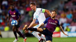 Rakitic, en una acción del choque contra el PSV.