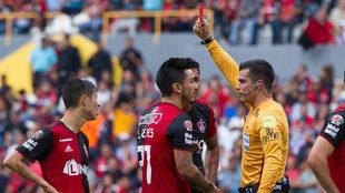 Lorenzo Reyes vio la roja por una supuesta agresión.