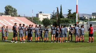 Los jugadores de Olympiacos, antes de un entrenamiento.