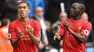 Roberto Firmino y Sadio Mané celebran un gol con el Liverpool.