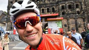 Max Schachmann, en la salida de una etapa de la Vuelta a Alemania...