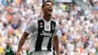 Cristiano Ronaldo celebra uno de sus dos goles en su último partido...