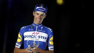 Enric Mas al recibir el segundo premio de La Vuelta.