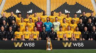 La plantilla del Wolverhampton posa para la foto oficial de la...