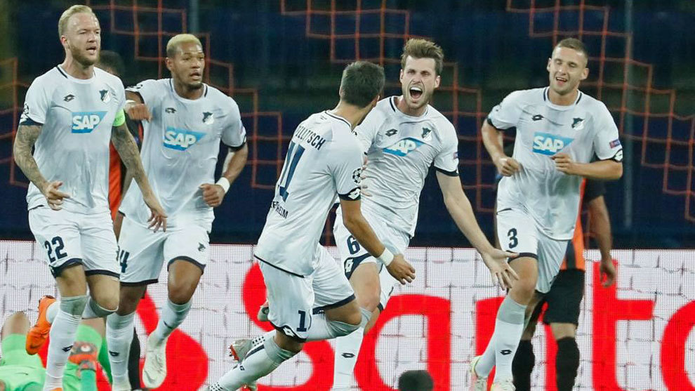 Los jugadores del Hoffenheim celebran un gol en su debut ante el Shakthar