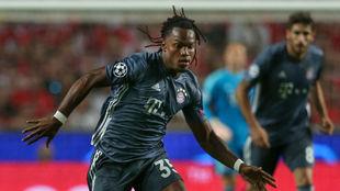 Renato, durante un lance del partido ante el Benfica