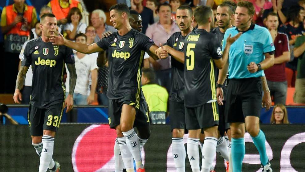 Quejas de los jugadores por la expulsión de Cristiano.