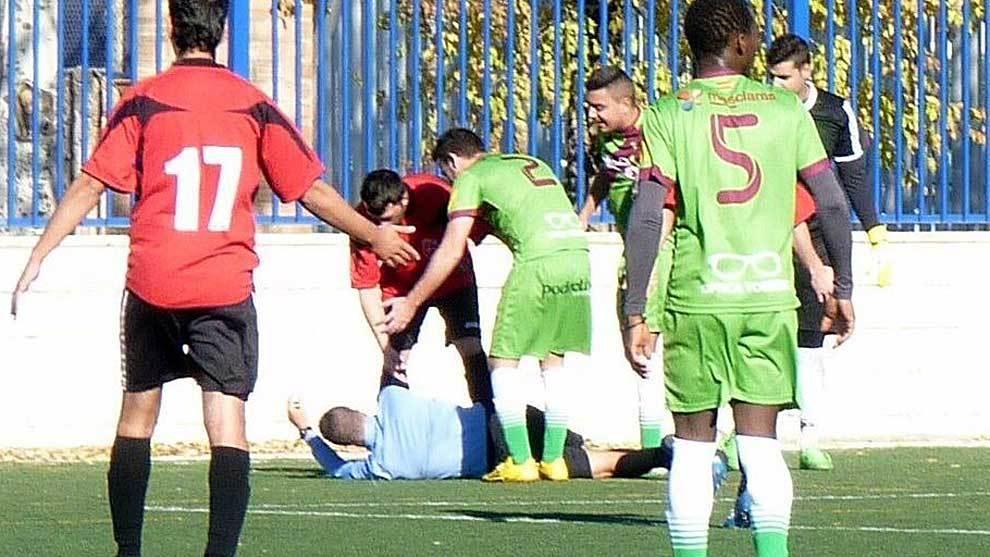 Imagen de archivo de una agresión a un árbitro en un partido de...