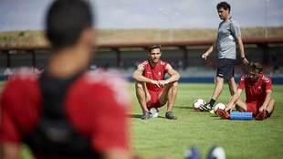 Xisco, junto a David Rodríguez, en un entrrenamiento en las...