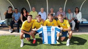 Varios jugadores con la camiseta del Espanyol y los enfermos de...