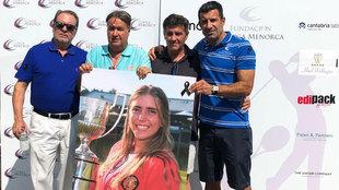 Luis Figo, en el acto celebrado en el Club de golf La Herrería, posa...