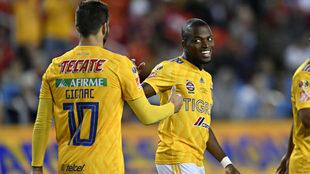 Valencia conversa con Gignac.