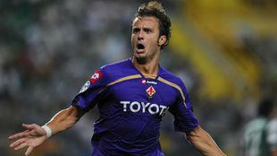 Gilardino celebra un gol con la Fiorentina.
