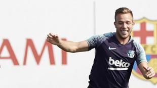 Arthur, en un entrenamiento con el Barcelona