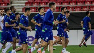 El Betis, entrenándose en Grecia
