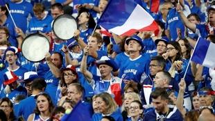 La afición francesa, en la eliminatoria contra España en Lille.