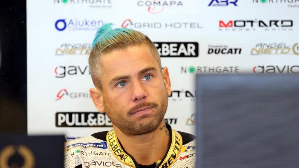 Álvaro Bautista en el box del Ángel Nieto Team en una carrera de...