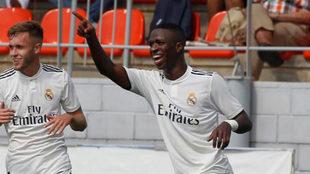 Vinicius celebra un gol con el Real Madrid B