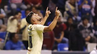 Valdez celebra hacia el cielo tras el gol que dio la victoria del...