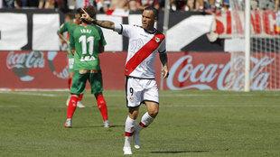 Raúl de Tomás celebra el gol anotado ante el Alavés.