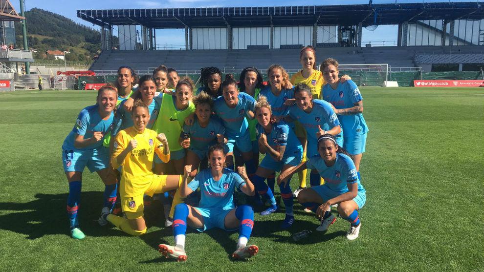 Las jugadoras del Atlético de Madrid celebran su victoria en Lezama.