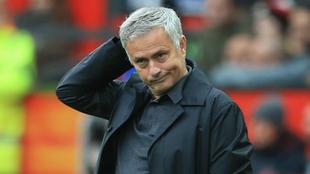Mourinho se lamenta durante el partido frente al Wolves