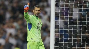 Diego López, durante una acción en el Bernabéu