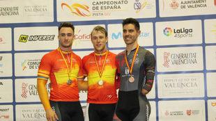 Alfonso Cabello (a la derecha), con su medalla de bronce.