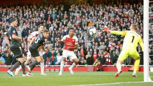 Aubameyang marca el 2-0 del Arsenal al Everton.