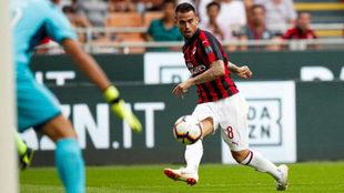 Suso asistente a Higuaín en el primer gol del Milan.