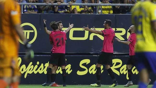Juan Muñoz celebra con sus compañeros uno de los dos goles marcados...